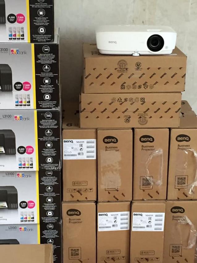 Альбом: Продовжуємо забезпечувати кабінети Нової української школи комп'ютерним та мультимедійним обладнанням.